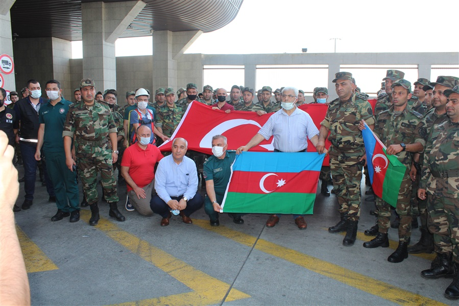 Bölge Müdürümüz, ülkemizde çıkan orman yangınlarına müdahale amacıyla Azerbaycan'dan gelen yangın söndürme ekiplerini Sarp Sınır Kapısı'nda karşıladı