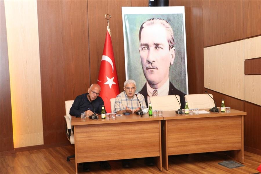 Bölge Müdürümüz Sn. Recep BİLGİN, Atatürk Konferans Salonunda düzenlenen toplantıda nakliye sektörü temsilcileri ile gümrük iş takipçileri ile bir araya geldi.